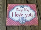 Vacker skylt i plåt med fint motiv och text Every Day I Love you   Mäter 30.70X0.50X39.00