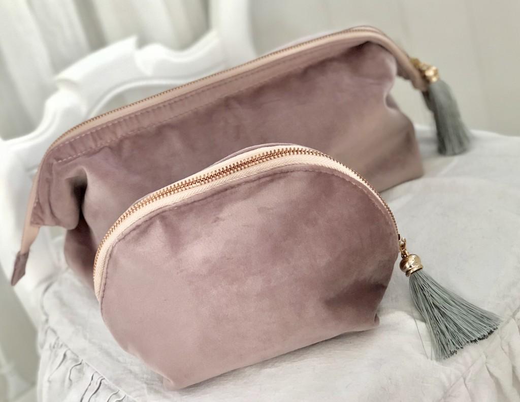 Dekorativa med detaljer i rose guld Rosa   lila sammets necessär   väska  med tofs. Dekorativa med detaljer i rose guld ... e21860de9df6b